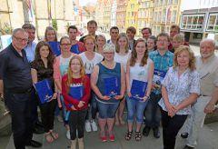 """Europass 2015 Teilnehmer des Projektes """"EuroComp"""" mit Bürgermeister Birgit Strangmann (zweite von rechts) - Foto: Robert Schäfer"""